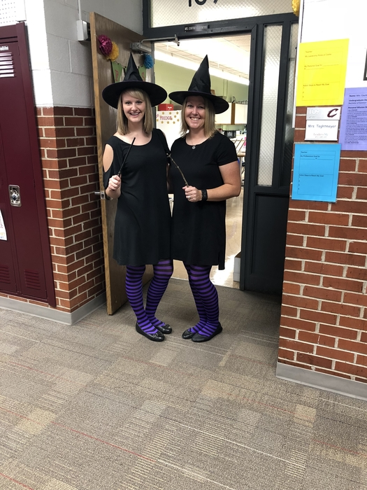 Homecoming-Twin Day-Which witch is which?